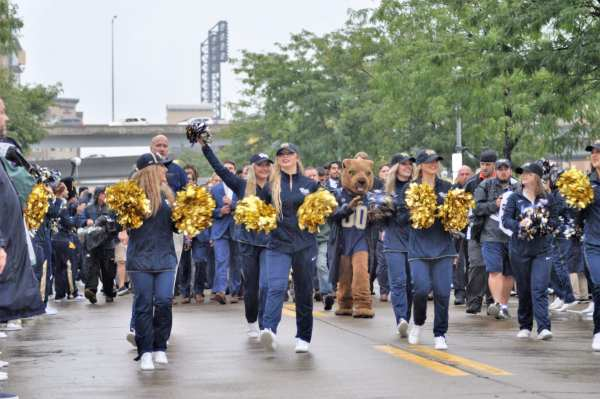 Pitt Cheerleaders Before Pitt-Penn State -- MIKE SMETANA