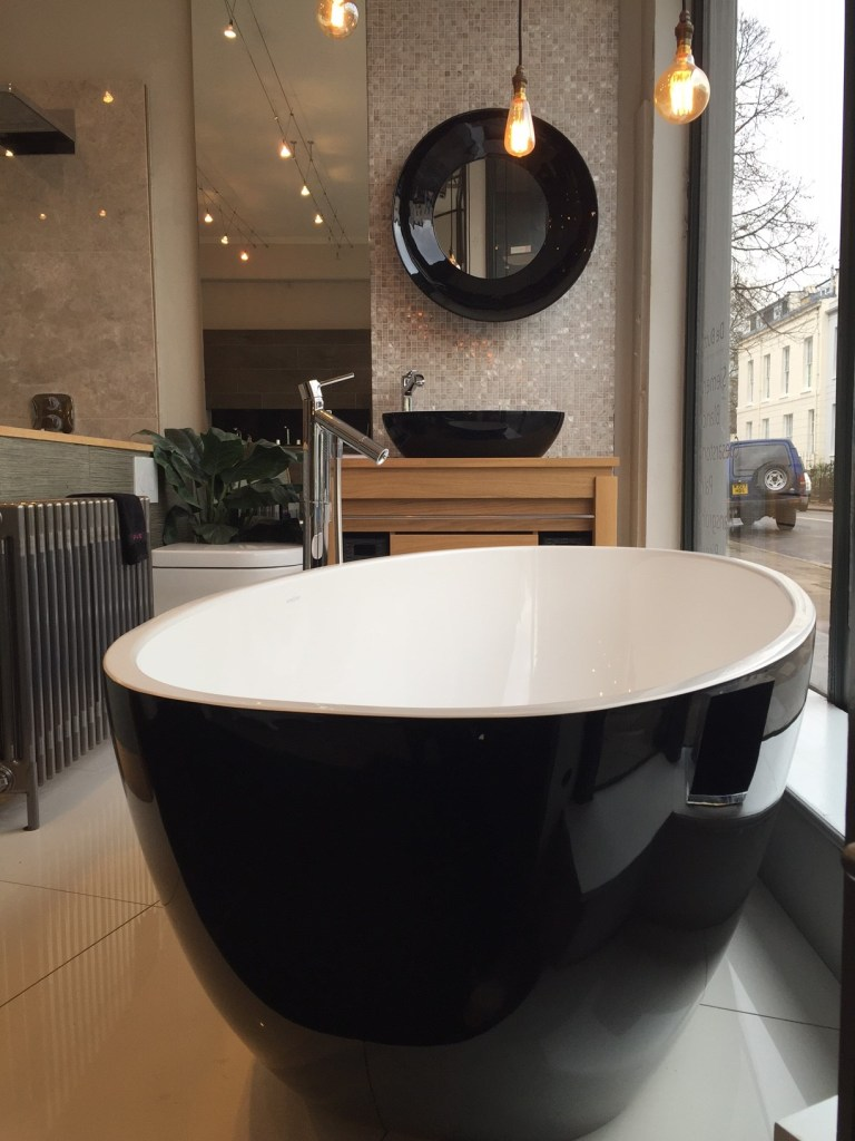 Black Friday Black Barcelona Victoria and Albert Bath and Basin Set