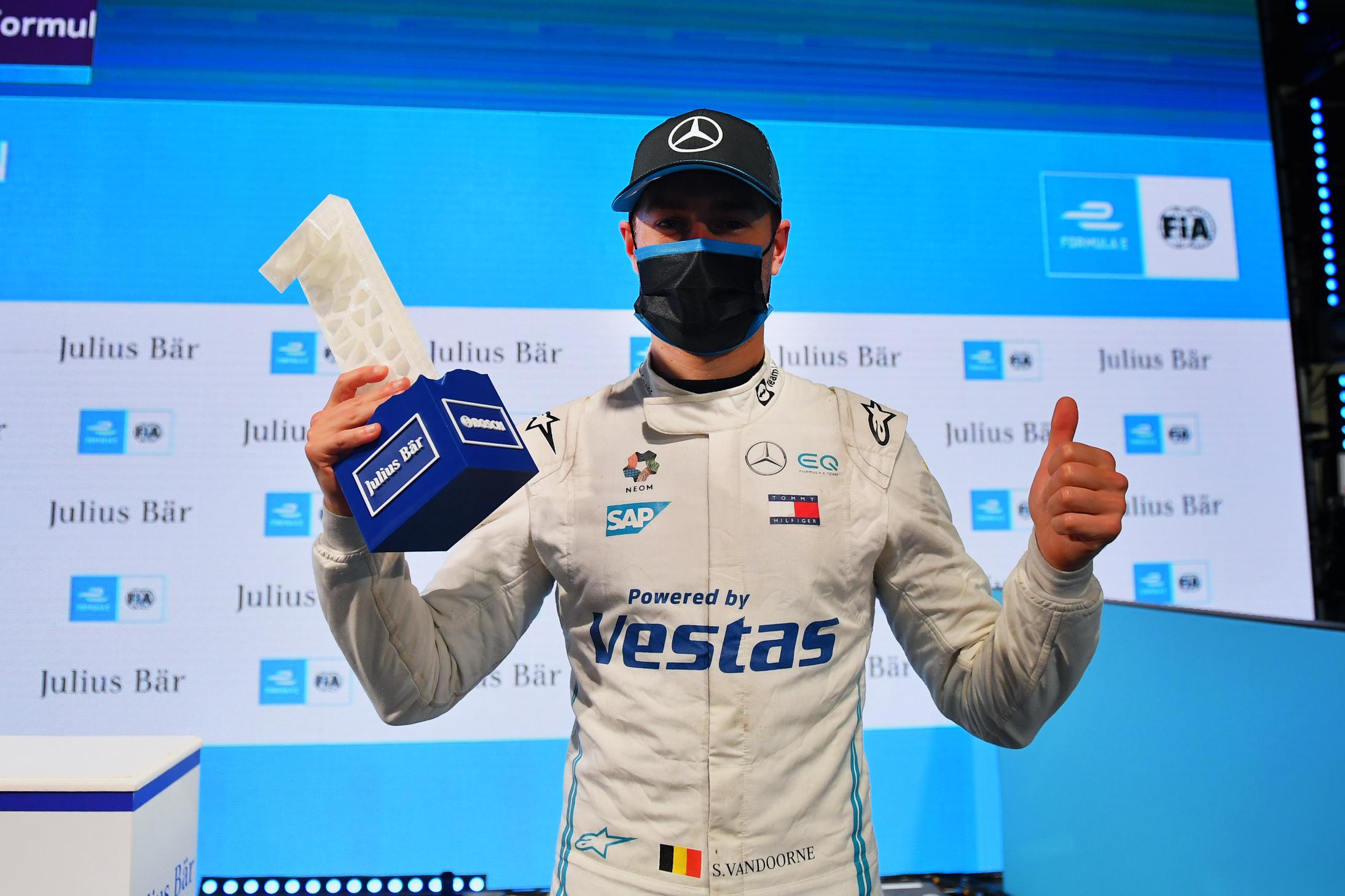 Stoffel Vandoorne (BEL), Mercedes Benz EQ, with the Pole Position Trophy