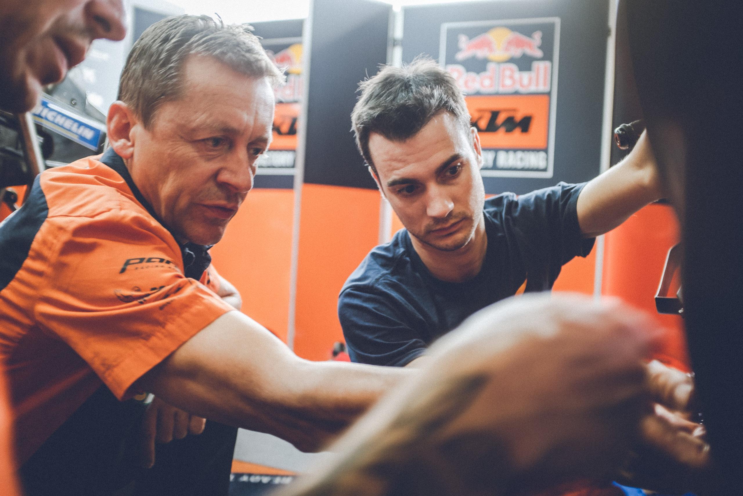 300950_Dani Pedrosa and Mike Leitner_KTM RC16_MotoGP_2019_Automotodrom Brno _CZ_2019_08_05-1758
