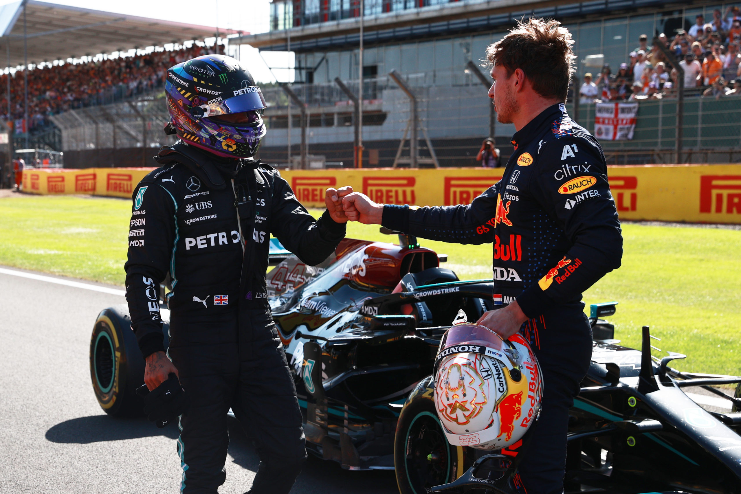 NORTHAMPTON, ENGLAND - JULY 17: Winner Max Verstappen of Netherlands and Red Bull Racing and second placed Lewis Hamilton of Great Britain and Mercedes GP bump fists in parc ferme during the Sprint for the F1 Grand Prix of Great Britain at Silverstone on July 17, 2021 in Northampton, England. (Photo by Mark Thompson/Getty Images) // Getty Images / Red Bull Content Pool  // SI202107170319 // Usage for editorial use only //