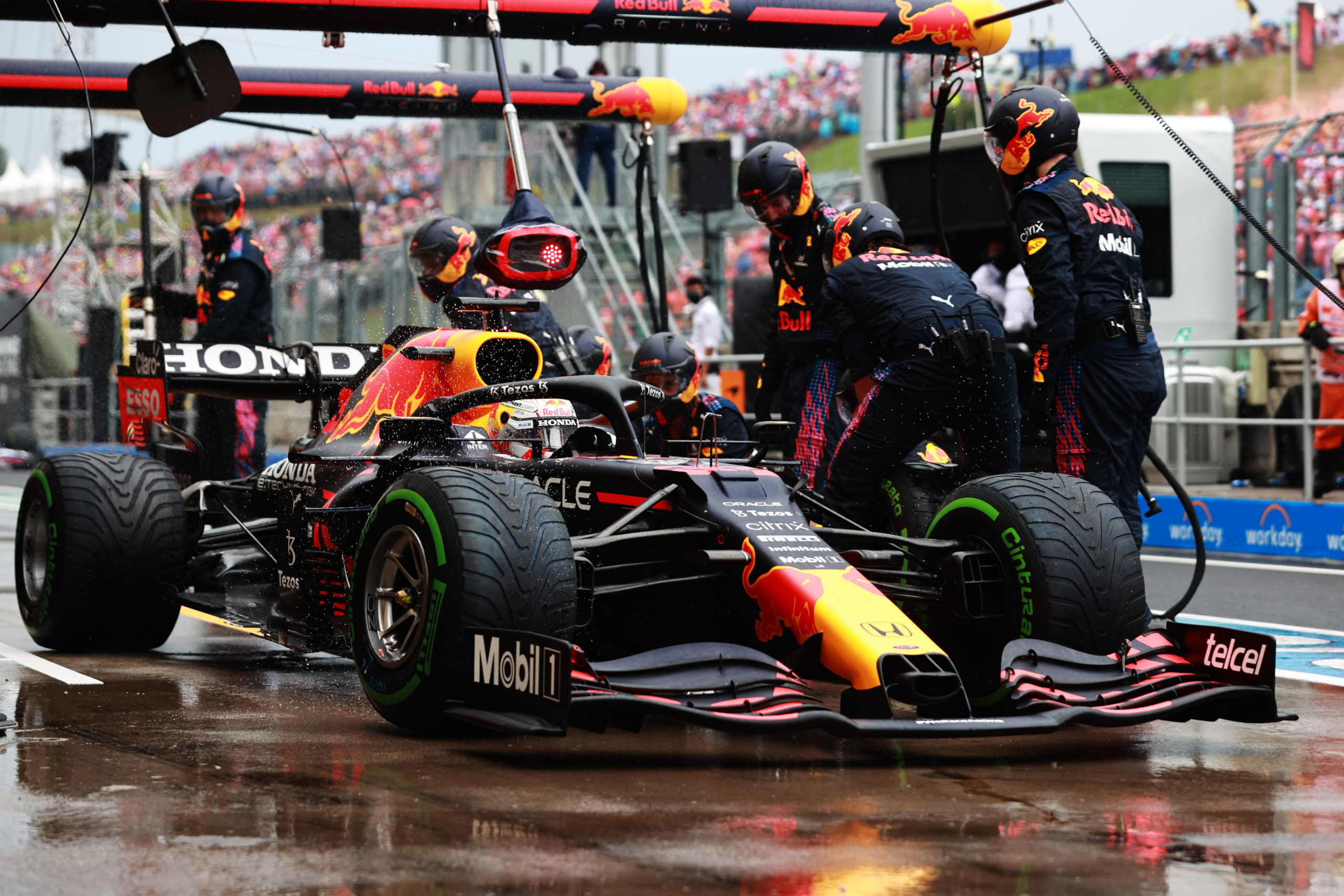 BUDAPEST, HUNGARY - AUGUST 01: Max Verstappen of the Netherlands driving the (33) Red Bull Racing RB16B Honda makes a pitstop during the F1 Grand Prix of Hungary at Hungaroring on August 01, 2021 in Budapest, Hungary. (Photo by Mark Thompson/Getty Images) // Getty Images / Red Bull Content Pool  // SI202108010408 // Usage for editorial use only //