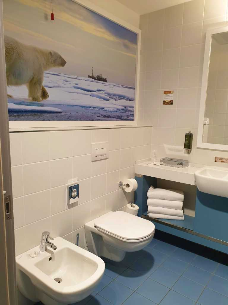 bagno camera artic adventure hotel