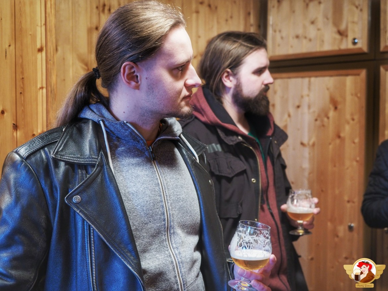 Kiera opowiada o piwie, słuchamy w skupieniu.