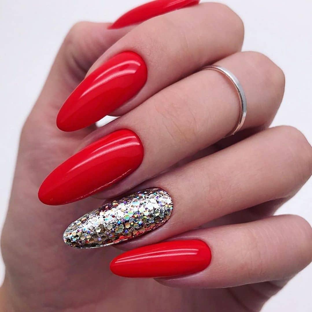 Modny Manicure Miejscowe Polaczenia Z Czerwona Powloka