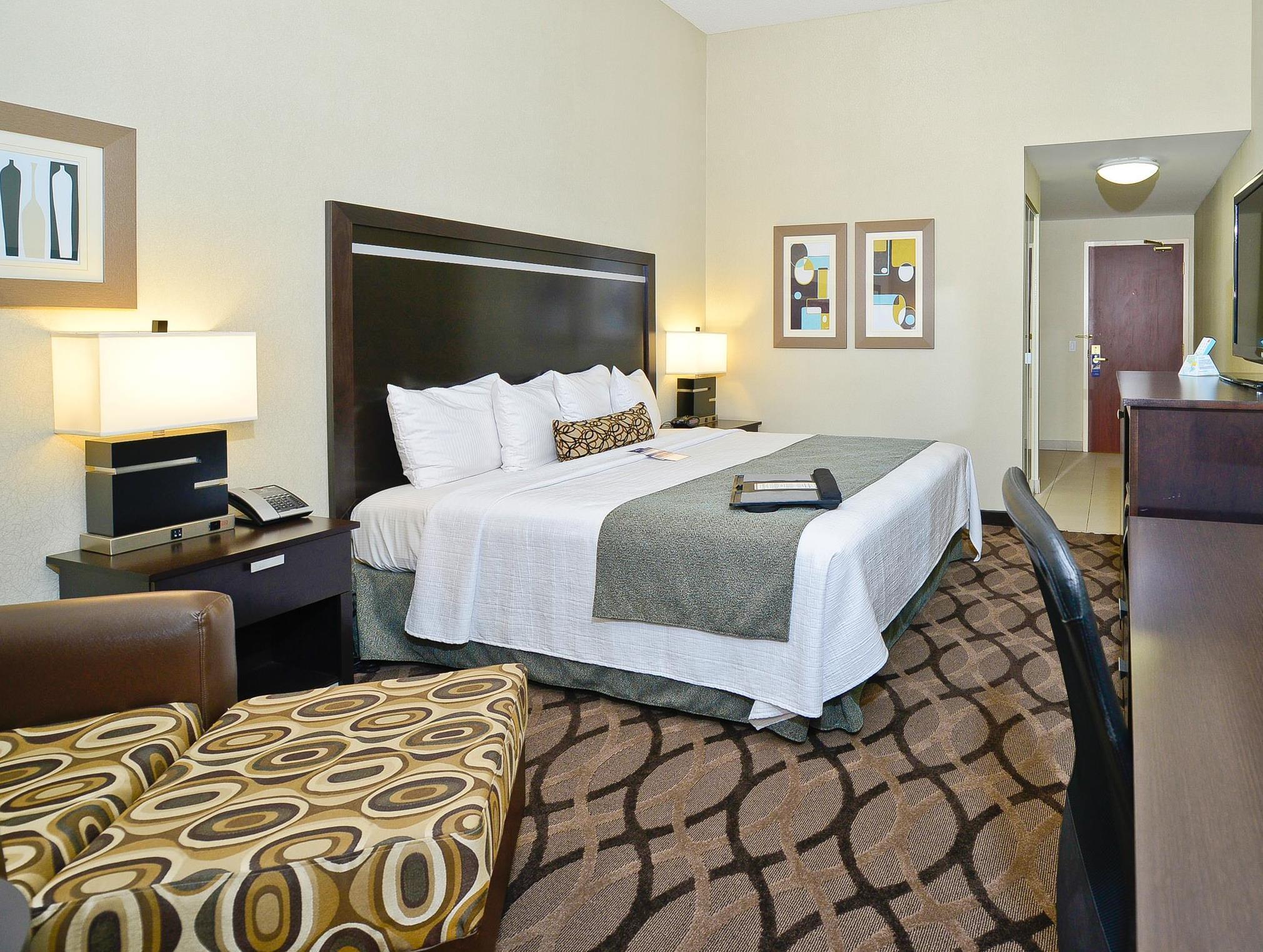 Best Western Plus Travel Hotel Toronto Airport In Toronto