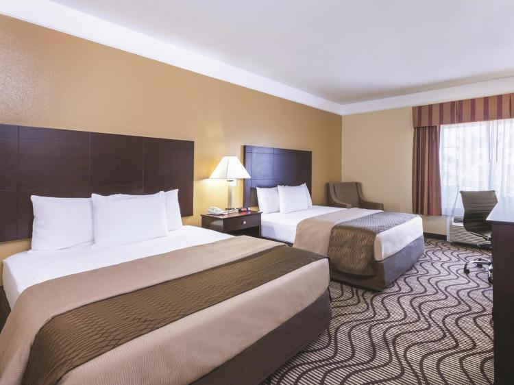 La Quinta Inn & Suites by Wyndham Angleton