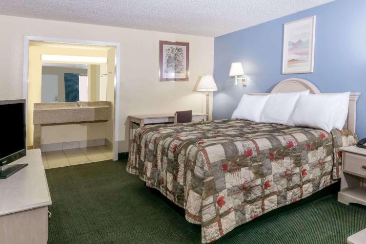 Days Inn by Wyndham Austin South