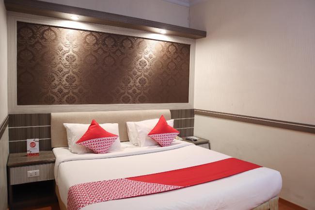 OYO 742 Mona Plaza Hotel