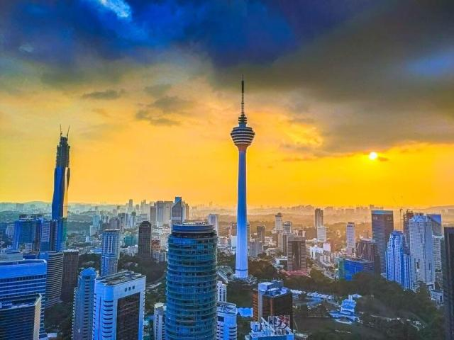 NEW! SkySuite Suite#7 KL Tower view 3mins to KLCC