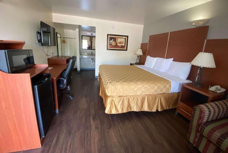 Travelodge by Wyndham Albuquerque West