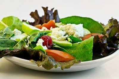 A picture of a salad, highly recommended by Fooducate.