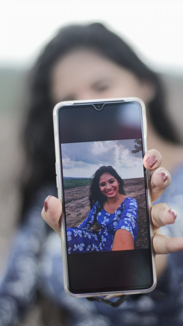 A girl showing her selfie image