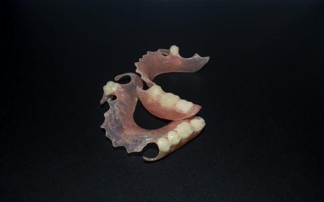 Pair of artificial teeth