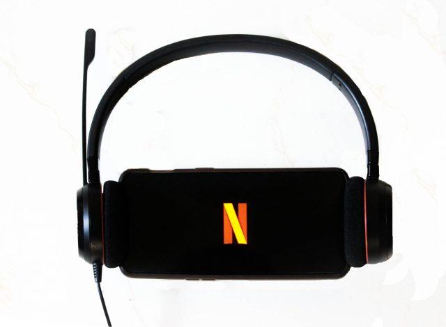 Watching Netflix videos in phone