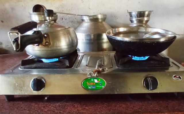 Cooking food on gas stove
