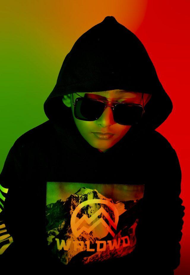 Kid posing with sunglasses