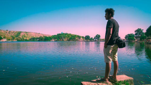 A tourist near a lake