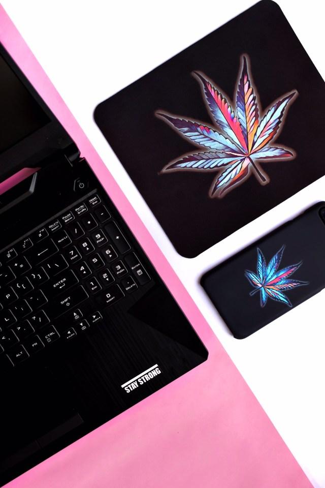 Laptop, mousepad flatlay