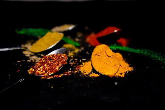 Chili and turmeric powder