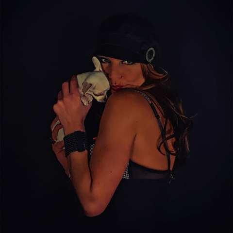 Fotoshooting, GUTSCHEIN, Dessous, Unterwäsche, Poster Art, Pin-Up, PnUp, Pin-Up Fotoshooting, Retro, Vintage, 50s, 50r, 60s, 60r, 70s, 70r, Oldschool, Bildbearbeitung, Porträt, Portrait, Tattoos, Sexy, Akt, Teilakt