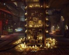 Den prominentesten Platz nimmt jedoch der in der Mitte des Raumes stehende Altar ein.