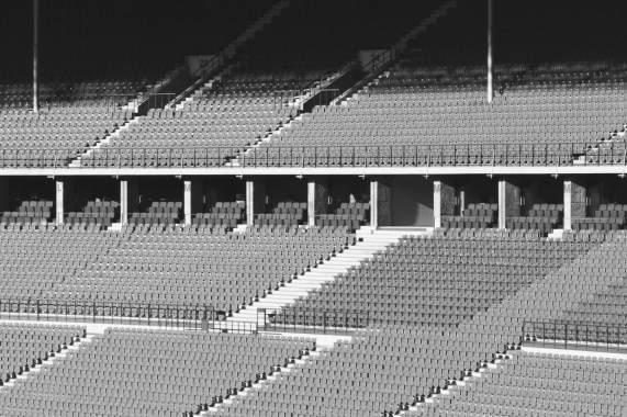 Licht und Schatten im Olympiastadion