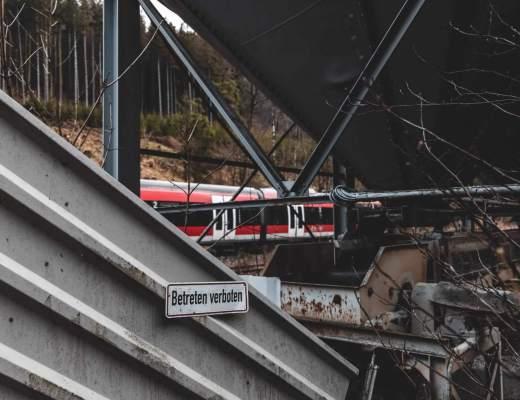 Verlassene Bahnverladung im Sauerland