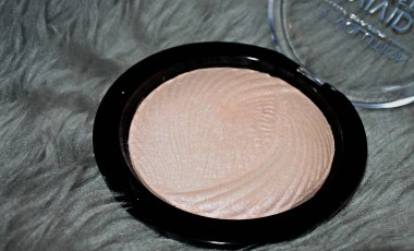 Vivid Baked Highlighter in Peach Lights