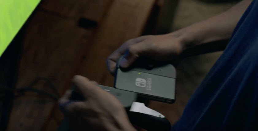 Removing Joy-Con controllers from the Joy-Con Grip