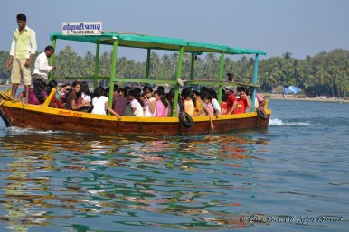 Boats ferrying passengers to Sindhudurg Fort