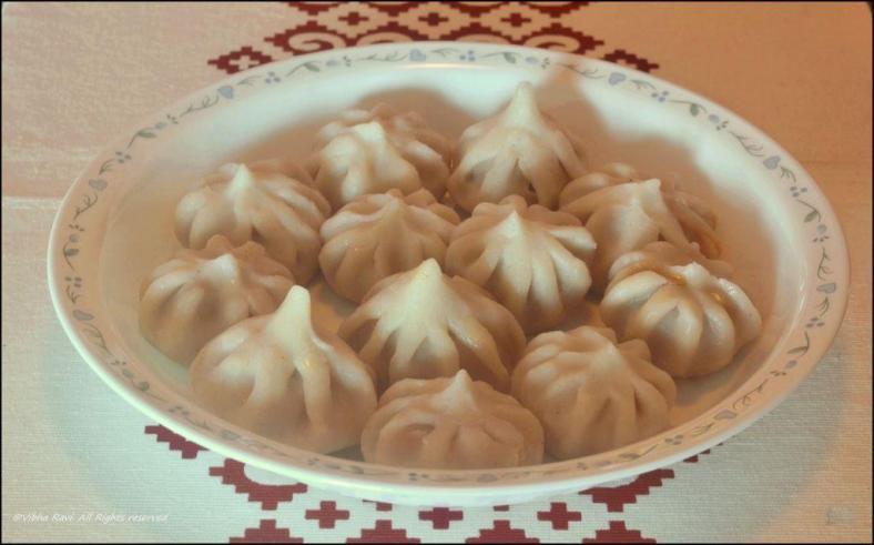 Rice flour (ukkhdicha) modak is Ganapati's favorite sweet