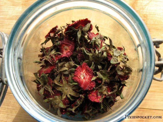 driedstrawberrytops