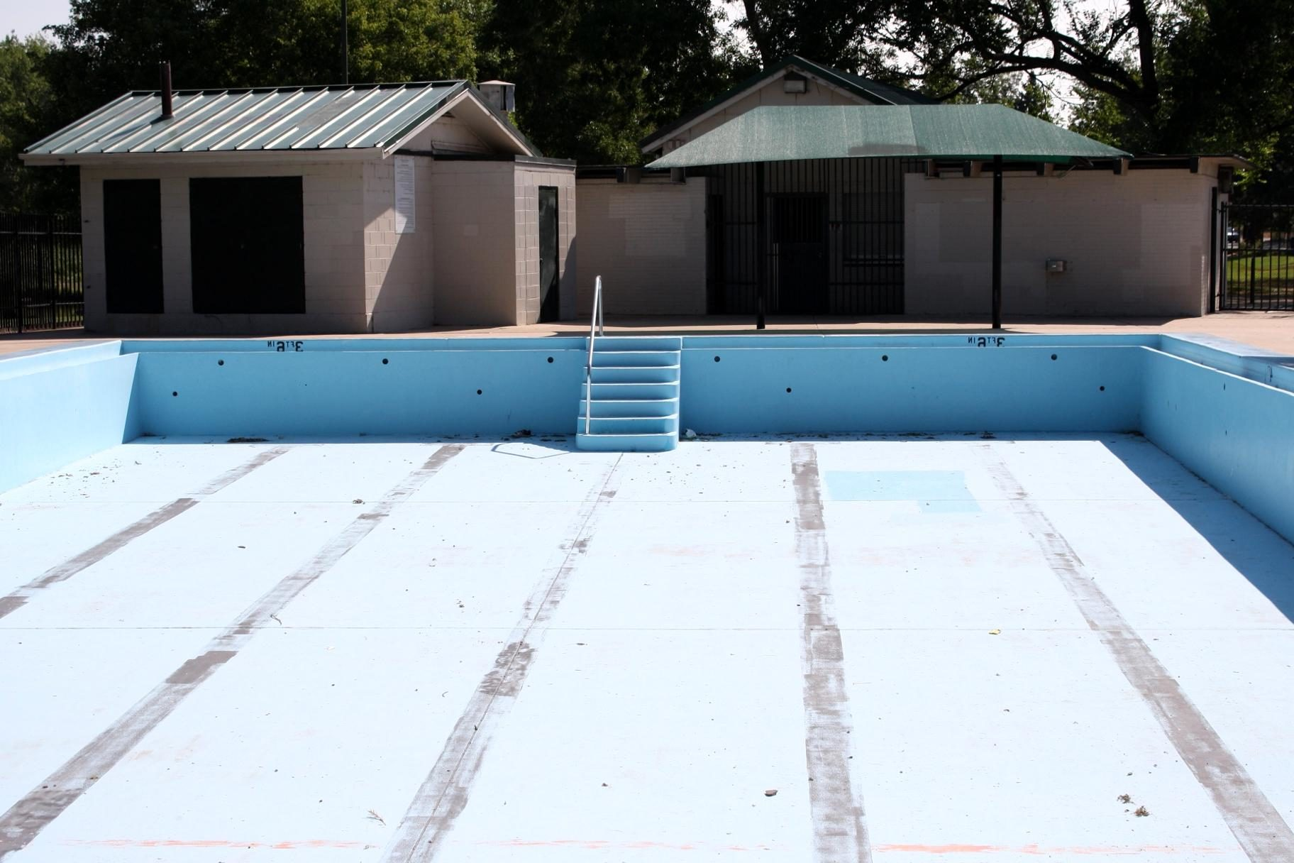 Free Picture Empty Swimming Pool House Exterior