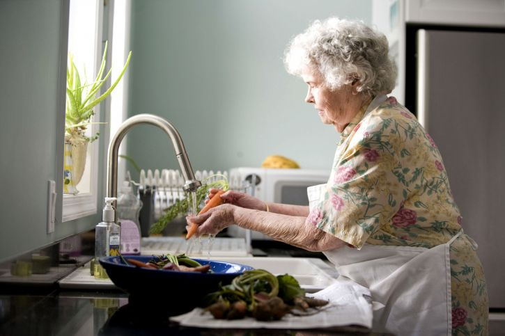 Free Picture Elderly Woman Kitchen Process Washing