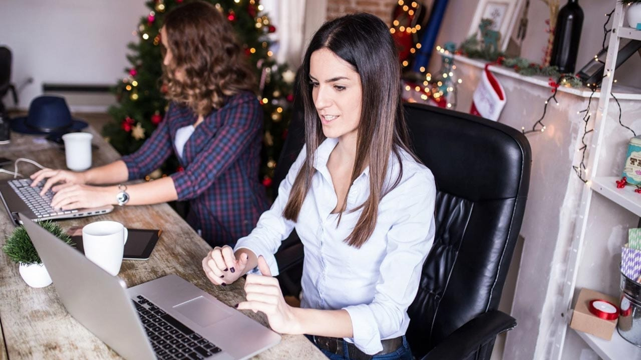 PixoLabo - 30 Creative Ideas for Your Holiday Email Marketing
