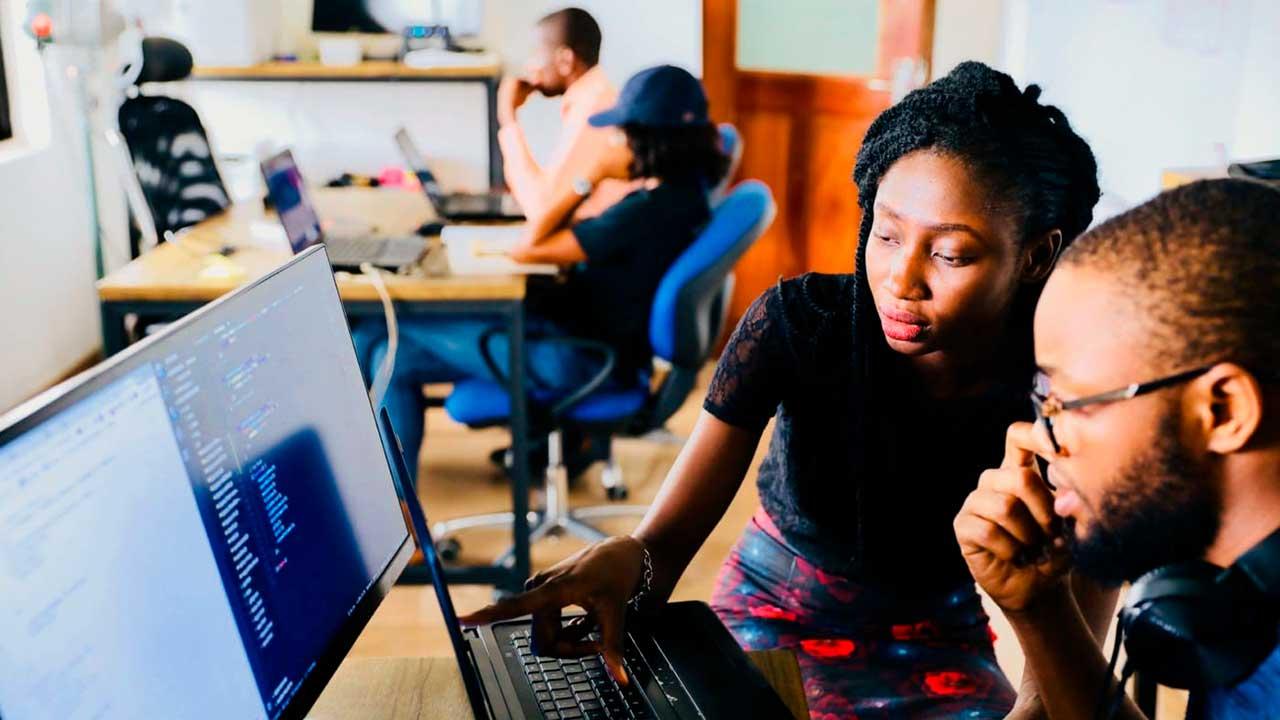 PixoLabo - 13 Benefits of Hiring a Professional Web Designer