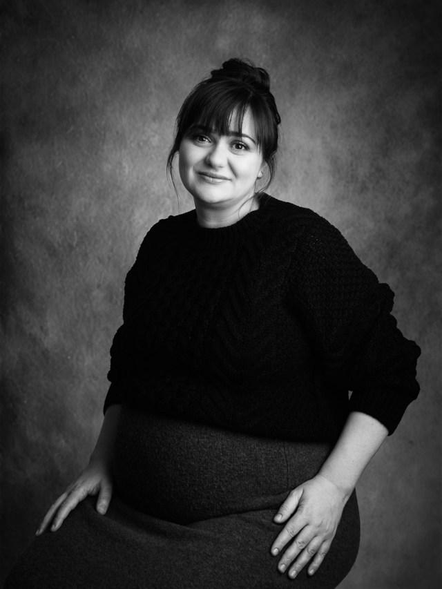 studio porträtt av gravid kvinna i studio i Arvika