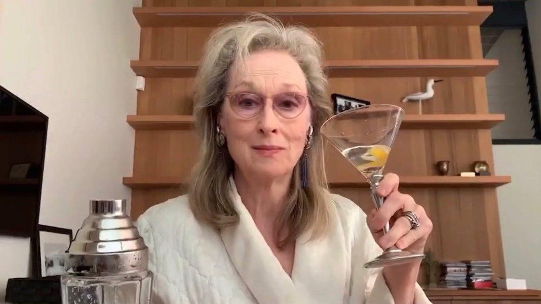 Meryl Streep bebiendo y cantando a Stephen Sondheim