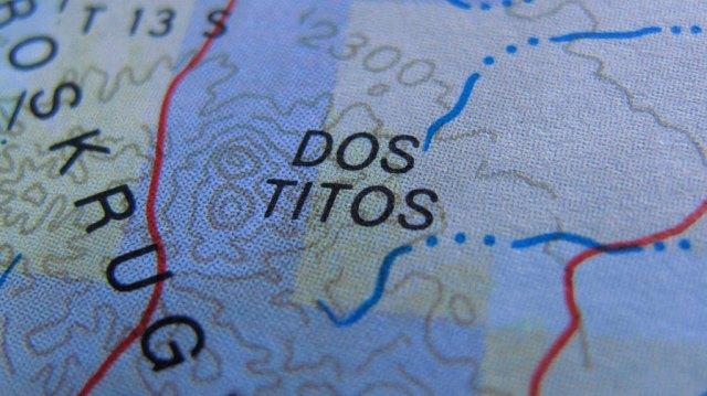 ¿Dónde están Dos Titos? Dos Titos están aquí. Sé que uno  Tito.