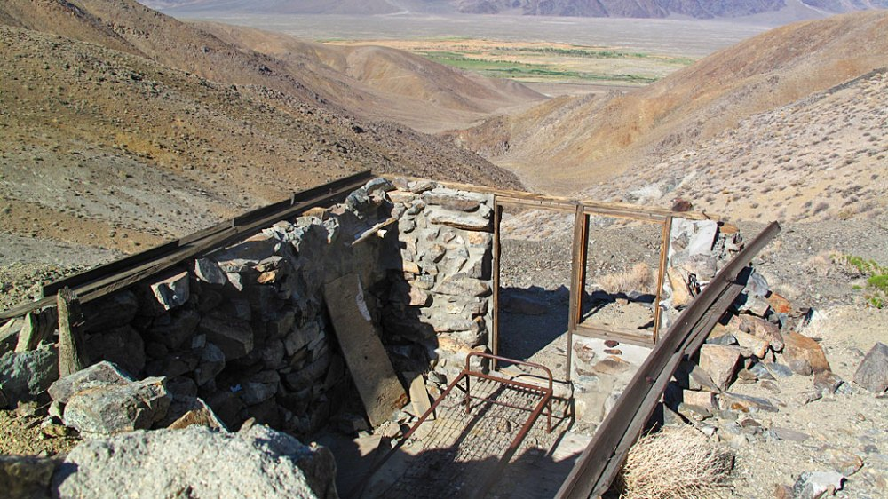 An old shack on Moffat Ranch Road, overlooking Owens Valley.