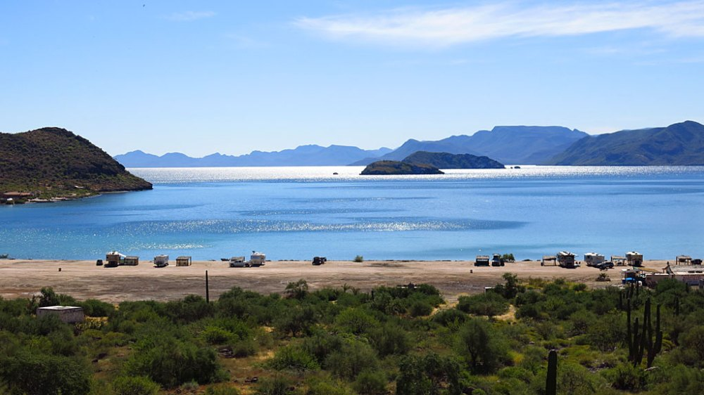 Driving down Highway 1, the first view of Bahía Concepción is of campers occupying Playa Santispac on the bay's north end.