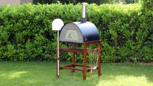0003614 portable wood burning pizza oven black maximus red stand 300x169 - mobile Pizzaofen