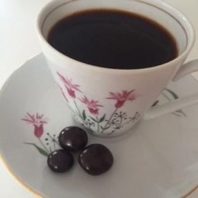Svart kaffi og nammi