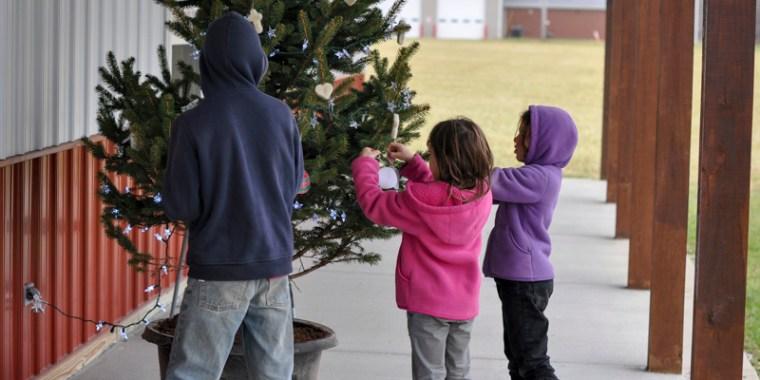 kids decorating christmas tree_blog_5