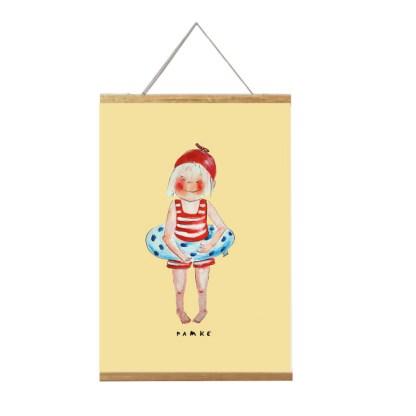 poster meisje 20x30 is een illustratie van een meisje met gestreept badpakje en zwemband. in lijst, titel famke