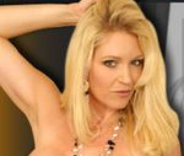 L Love Charlee Chase Charlee_chase_live