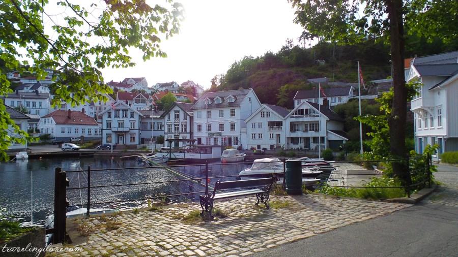 Białe miasto Tvedestrand w Norwegii
