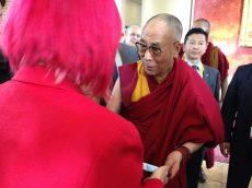 Overhandiging van Made in China aan de Dalai Lama