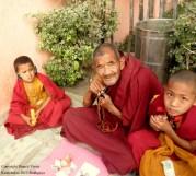 Oude monnik en twee kleine